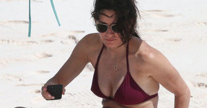 63 Courteney Cox Sexy Pictures Focus On Her Hypnotising Rear