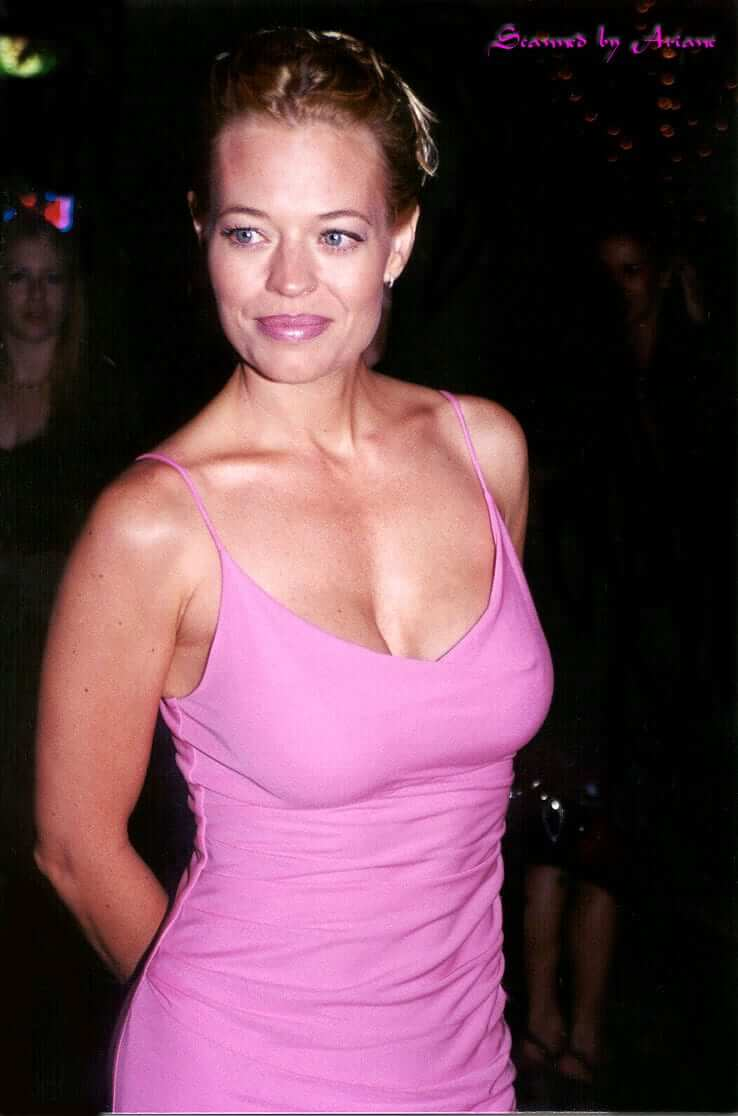 63 Jeri Ryan Sexy Pictures Will Hypnotise You With Her